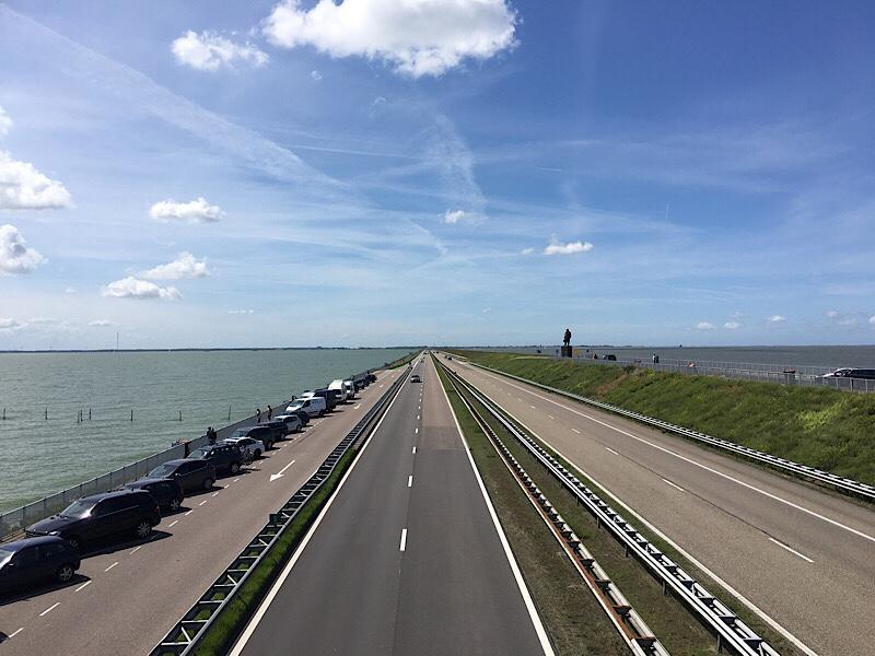 世界最大の堤防!オランダ北部の...